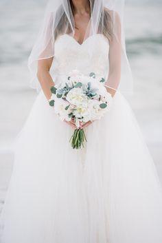 Romantic #Beachwedding #bouquet with white peonies. Pic: @dearwesleyann .  See it all: http://www.confettidaydreams.com/rosemary-beach-weddings via @confettidaydreams