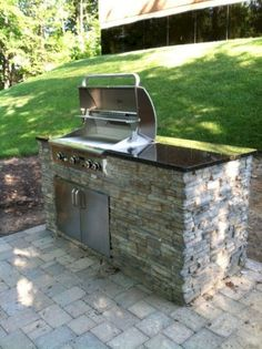 Looking to build the ultimate outdoor kitchen and patio? Here's how to use steel studs and tracks to built the perfect outdoor BBQ island for your backyard. Blue Haven Pools, Outdoor Barbeque, Backyard Barbeque, Backyard Patio, Pergola Patio, Small Outdoor Kitchens, Small Patio, Patio Kitchen, Outdoor Kitchen Design