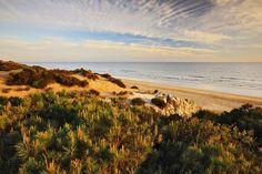 Entre Mazagón y Matalascañas, y tras un kilómetro a pie, se llega a la playa onubense de Cuesta de M... - Corbis. Texto: Redacción Traveler