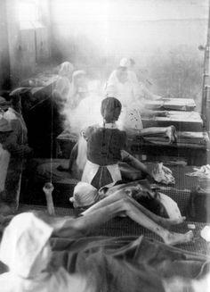 Nurses caring for survivors at Bergen-Belsen concentration camp. Nagasaki, Hiroshima, Fukushima, World History, World War Ii, Vintage Nurse, Lest We Forget, Persecution, Nursing