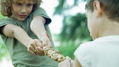 Hoch interessant! Nicht nur für Eltern ;)  ->  Zu jung für Altruismus: Hirnentwicklung hindert Kinder an Fairness - Kleine Kinder sind weder altruistisch, noch teilen sie gern. Das ist nicht unbedingt eine Frage der Erziehung, sagen Forscher. Vielmehr verhindert die Hirnentwicklung faires Verhalten....  Kleine Kinder sind weder altruistisch, noch teilen sie gern. Das ist nicht unbedingt eine Frage der Erziehung, sagen Forscher. Vielmehr verhindert die Hirnentwicklung faires Verhalten....