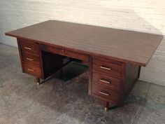 Merveilleux Mid Century Modern Desk / Large Top / Tank Style / Nice Condition   Great  Eames / Mad Men Era Decor