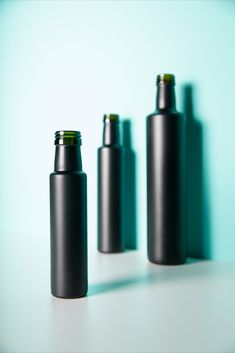 Stylische Glasflaschen in 3 Größen. Schwarz-matt beschichtet für hochwertige Öle. Binoculars, Labels For Bottles, Glass Bottles