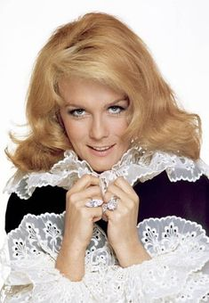 Actress Ann-Margretposes for a portrait in 1975 in Los Angeles, California. Get premium, high resolution news photos at Getty Images Hollywood Stars, Classic Hollywood, Ann Margret Photos, Connie Stevens, Cheryl Ladd, Stage Show, Stock Foto, Sporty Girls, Beautiful Celebrities