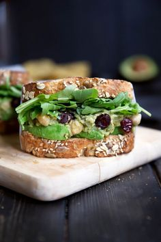 Smashed Chickpea Avocado Salad Sandwich with Cranberries & Lemon from is a great brown bag lunch option. It's healthy, easy and tasty. Healthy Sandwiches, Delicious Sandwiches, Sandwich Recipes, Cranberry Salad, Avocado Salat, Ripe Avocado, Smashed Avocado, Avocado Toast, Clean Eating Recipes