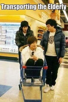 Kyuhun, Leetuek, and Shindong. OH MY GOD! ROFL!!! Leeteuk is an old man, hahahaha!