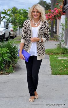 Love this business casual Style Love the cardigan