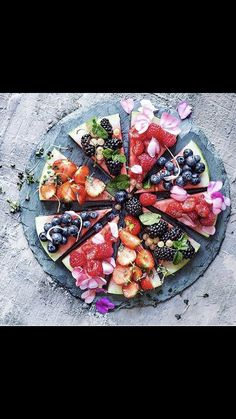 Watermelon pizza Best Appetizers, Appetizer Recipes, Snack Recipes, Snacks, Watermelon Pizza, Vegetable Pizza, Homemade, Food, Snack Mix Recipes