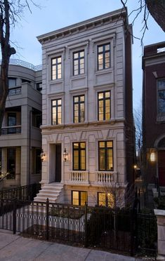 Home exterior architecture - interior design ideas - luxury real estate Classic Architecture, Architecture Design, Computer Architecture, Apartment Entrance, Modern Townhouse, Townhouse Exterior, Copper Lighting, Facade House, Classic House