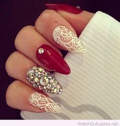 Awesome Christmas nails in red and white
