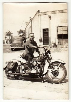 // knucklehead// THIS is a motorcycle!