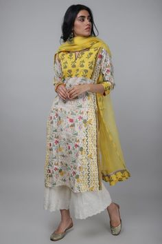 Simple Kurti Designs, Kurta Designs Women, Ethnic Outfits, Indian Outfits, Emo Outfits, Indian Clothes, Dress Indian Style, Indian Dresses, Casual Indian Fashion
