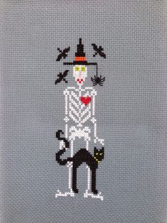 Beaded Embroidery, Cross Stitch Embroidery, Cross Stitch Patterns, Halloween Cross Stitches, Drawn Thread, Cross Stitch Books, Plastic Canvas Patterns, Beads And Wire, Halloween Crafts