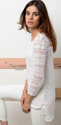 Breien. Deze trui is gemaakt met LANG Yarns Ella. Lang Yarns Ella is een garen met een mix van katoen, polyester, viscose en polyamide.  Het voelt zacht aan met een natuurlijke look.