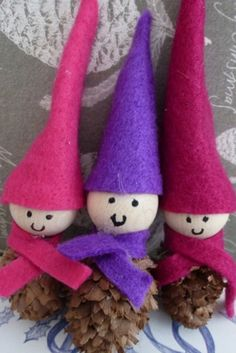 How adorable are these little pine cone elves? Glue on wooden beads and then use felt to make tiny cone hats and colourful scarves. The most gorgeous Christmas craft for kids.