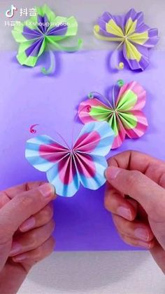 Paper Folding Crafts, Paper Flowers Craft, Paper Crafts Origami, Diy Crafts For Gifts, Paper Crafts For Kids, Preschool Crafts, Color Paper Crafts, Flower Crafts Kids, Paper Butterfly Crafts