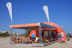 Office de tourisme de Frontignan. Lire à la mer en #été - Bibliothèque à la #plage (Languedoc - France) / Library on the beach #welovefrontignan