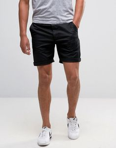Discover men's shorts with asos. shop for men's chino shorts, cargo shorts, denim shorts and camo shorts for every occasion with asos. Summer Shorts Outfits, Short Outfits, Chic Outfits, Men's 5 Inch Shorts, Mode Masculine Fashion, Black Chino Shorts, Khaki Pants, Trendy Mens Fashion, Bermudas