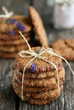 The oatmeal raisin cookie along a hot mug of cocoa will transform this cold winter evening into a delicious warm and family filled moment Oat Cookies, Oatmeal Raisin Cookies, Cookies Et Biscuits, Color Lavanda, Lavender Recipes, Just Desserts, Food Photography, Sweet Treats, Sweets