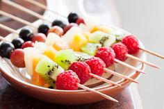 Fruit Kabobs, Fruit Salad, Thing 1, Healthy Snacks, Birthday Parties, Brunch, Food And Drink, Party, Desserts