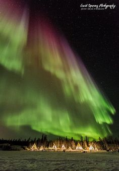Stunning Aurora Borealis or commonly known as The Northern Lights seen from the city of Yellowknife, in the Northwest Territories, Canada Calgary, Northwest Territories, Belle Villa, Chrysler Building, Beautiful Places To Travel, Canada Travel, Canada Canada, Quebec, Belle Photo