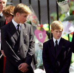 The Prince of Wales with Prince William and Prince Harry outside Westminster Abbey at the funeral of Diana, The Princess of Wales on September Get premium, high resolution news photos at Getty Images Prince Charles, Prince William Et Kate, Prince Harry And Meghan, Lady Diana, Diana Son, Diana Spencer, Royal News, Dodi Al Fayed, Princess Diana Funeral