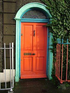 """A """"welcome, make yourself comfortable"""" door!"""