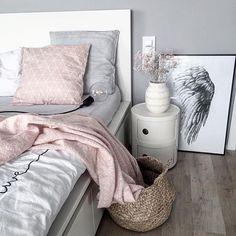 |Bedroom inspo| Noen får det bare til, og denne dama er en av dem! Love your style @kajastef #onetofollow ______________________________________ #interior4all #interior123 #boligpluss #interiørmagasinet #mentforbilder #asafotoninspo #cozyroom_no #dagensinteriør #interior2you #interior #skandinaviskehjem #ssevjen #annasrom #inspirasjonsguidennorge #interiorwarrior #interiorwife #boligdrøm #vakrehjemoginteriør #tofruer #boligplussminstil #interior_june
