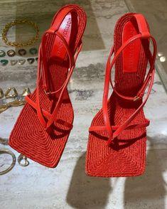 Pretty Shoes, Cute Shoes, Me Too Shoes, High Heels, Shoes Heels, Look Vintage, Sneaker Heels, Dream Shoes, Shoe Closet