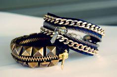 DIY Two Zipper Bracelet Tutorials. *For lots more zipper crafts from jewelry to… Zipper Bracelet, Bracelet Fil, Zipper Jewelry, Chain Bracelets, Diy Jewelry Projects, Jewelry Crafts, Handmade Jewelry, Handmade Bracelets, Jewelry Ideas