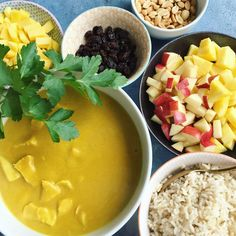 Kylling i karry - ristaffel med lækre toppings – Mummum.dk Cantaloupe, Tapas, Food And Drink, Chicken, Fruit, Desserts, Barn, Diabetes, Dinner Ideas