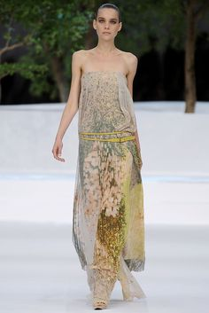 Akris | Spring 2009 Ready-to-Wear Collection | Kim Noorda Modeling | Style.com