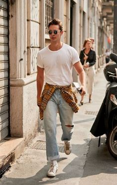 All the Ridiculously Well-Dressed Men at Fashion Week Right .- All the Ridiculously Well-Dressed Men at Fashion Week Right Now - 80s Fashion Men, Stylish Mens Fashion, Urban Fashion, Fashion Fashion, Fashion Ideas, Fashion Spring, Fashion Shirts, Fashion Guide, Jeans Men Fashion