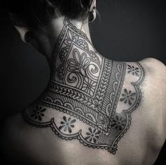 Nice Adorable Back Tattoos For Women Inspiration Nape Tattoo, Throat Tattoo, Tattoo Und Piercing, Head Tattoos, Body Art Tattoos, Girl Tattoos, Tattoo Neck, Diy Tattoo, Tattoo Fonts