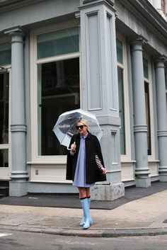 Rainy Day Outfit // Atlantic-Pacific: hunter // pop-up! // Atlantic-Pacific: hunter // pop-up! Bootfahren Outfit, Rainy Outfit, Rainy Day Outfit For Work, Outfit Of The Day, Poncho Outfit, Outfit Work, Outfit Ideas, Hunter Boots Outfit, Hunter Rain Boots