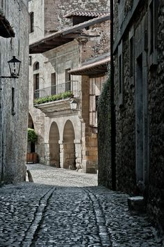 Pueblos de España / Spanish towns.  Santillana del Mar, Cantabria. Places Around The World, Around The Worlds, Villas, Places To Travel, Places To Visit, Roads And Streets, Across The Universe, Fantasy Places, Medieval Town