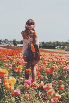 Field of wild poppies | Boho chic festival style | p e a c e f u l l y f r e e
