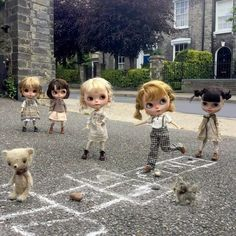 I'd love to see a Shop filled with Blythe dolls!