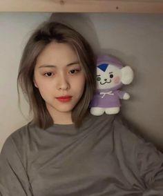 Kpop Girl Groups, Korean Girl Groups, Kpop Girls, Shot Hair Styles, Ulzzang Korean Girl, Girl Photo Poses, Cute Cartoon Wallpapers, Cute Icons, Aesthetic Girl