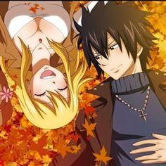 Él la observó reír. Se veía realmente hermosa bajo los rayos del sol, y rodeada por hojas naranja.