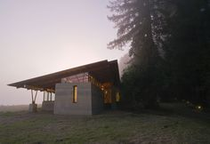 Bodega Residence. Cutler Anderson from Seattle. Mediating between the field and the forest.