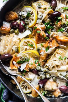 One Pot Creamy Mediterranean Chicken Pasta - Healthy Recipes! Mediterranean Pasta, Mediterranean Diet Recipes, Clean Eating, Healthy Eating, Chicken Pasta Recipes, Chicken Artichoke Pasta, Cooking Recipes, Healthy Recipes, Healthy Meals