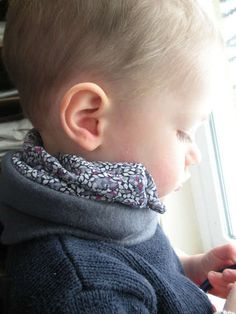 How to Make a Stylish Neck Gaiter : 16 Steps (with Pictures) - Instructables Easy Face Masks, Face Masks For Kids, Homemade Face Masks, Diy Face Mask, Sewing For Beginners, Neck Scarves, Sewing For Kids, Neck Warmer, Sewing Projects