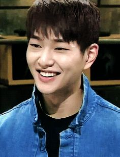 onew / there'll never be enough gifs of this boy's smile