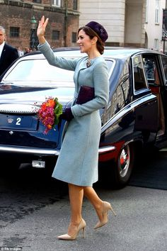 Princess Mary naturally displayed her signature style wearing an elegant pale blue tweed asymmetric belted coat.how like Princess Katherine she is.