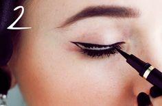 Cat eye tutorial with eye liner in 3 easy steps Diy Beauty, Beauty Makeup, Beauty Hacks, Beauty Ideas, Beauty Tips, Cat Eye Tutorial, Eyeliner, Eyeshadow, Daily Beauty Routine