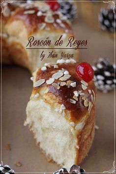 King cake version Ibán Yarza {by Paula, With Claws Massing} Holiday Cakes, Christmas Desserts, Donuts, Bean Cakes, Good Food, Yummy Food, Spanish Dishes, British Baking, Pan Dulce