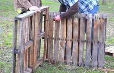 How to Make a Compost Bin DIY Projects Craft Ideas & How To's for Home Decor with Videos Compost Bin Instructions: How to Make a Compost Bin from Pallets Old Pallets, Recycled Pallets, Wooden Pallets, Pallet Projects, Furniture Projects, Diy Projects, Pallet Ideas, Outdoor Projects, Pallet Furniture