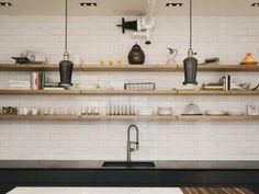 Cuisine style rétro avec granit noir et marbre blanc - par Blog Décoration - Aménagement - Design
