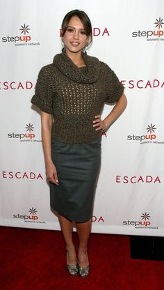 Jessica Alba Photos Photos - Actress Jessica Alba arrives to the Step Up Women's Network toast with Escada and Jessica Alba held in Forbes Penthouse Suite at the Beverly Wilshire Hotel on April 19, 2007 in Los Angeles, California. - Escada And Jessica Alba Toast Step Up Women's Network